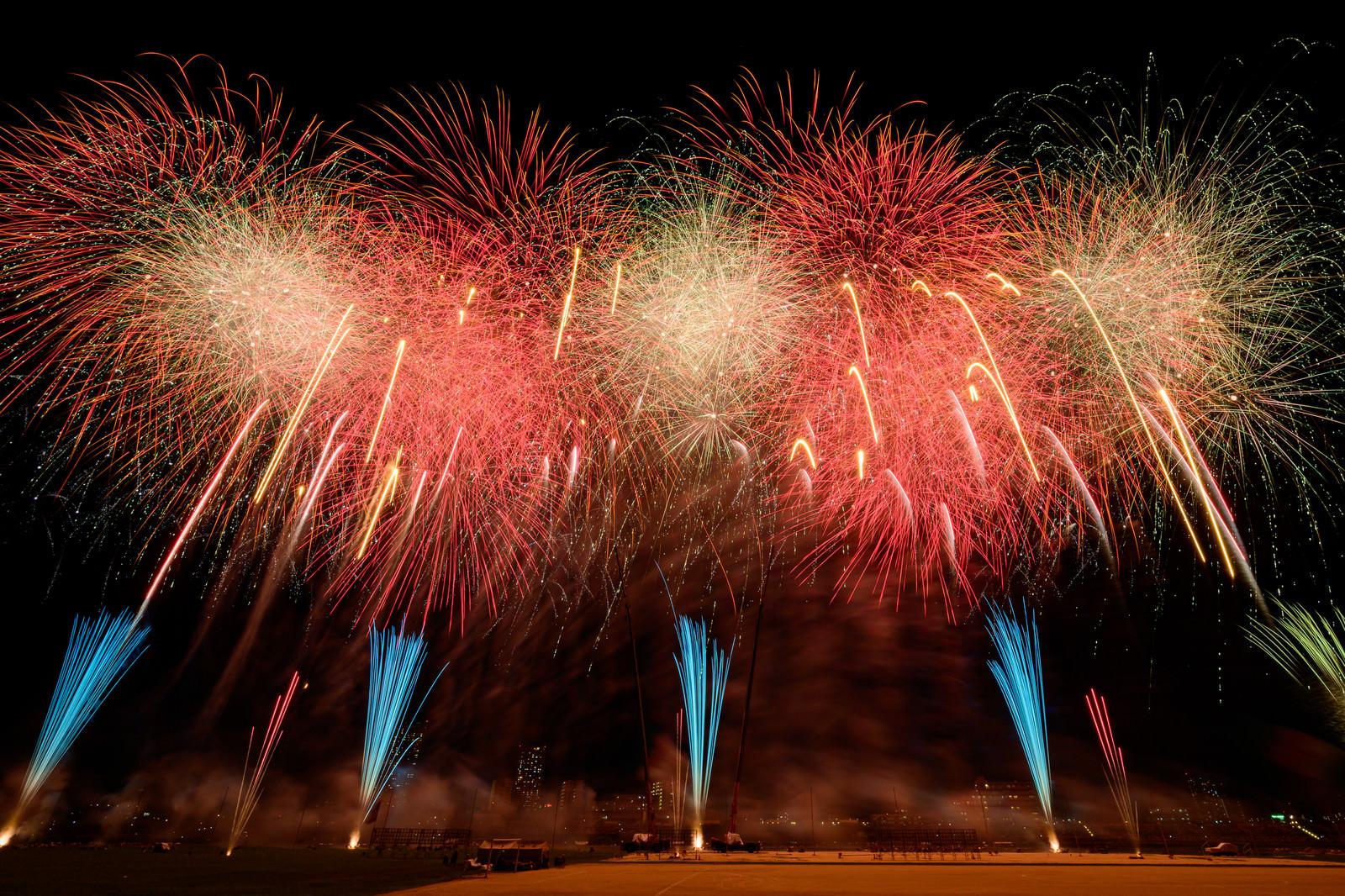 「第44回 江戸川区花火大会の打ち上げの様子」の写真