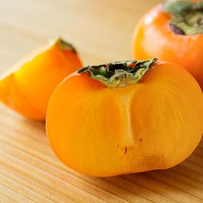 「カットされた柿」の写真素材