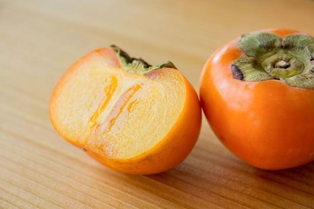 秋の味覚、柿の写真