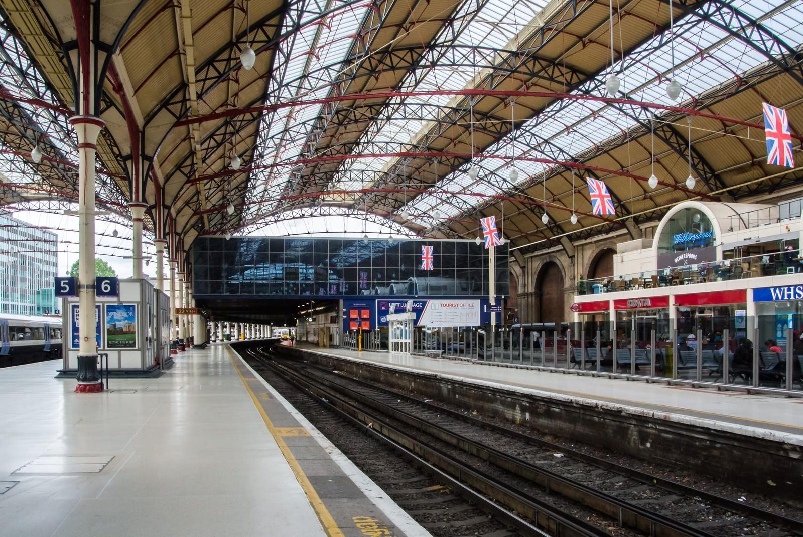 「ユーストン駅のプラットホーム」の写真