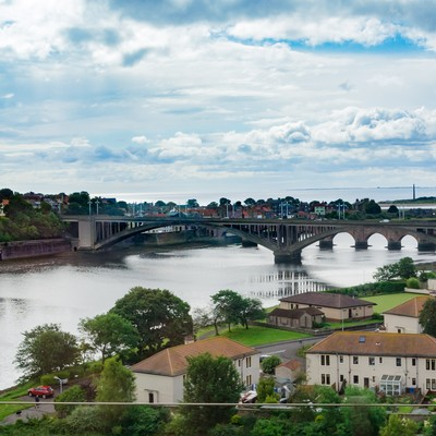 「イギリス北部の街並みと河川」の写真素材