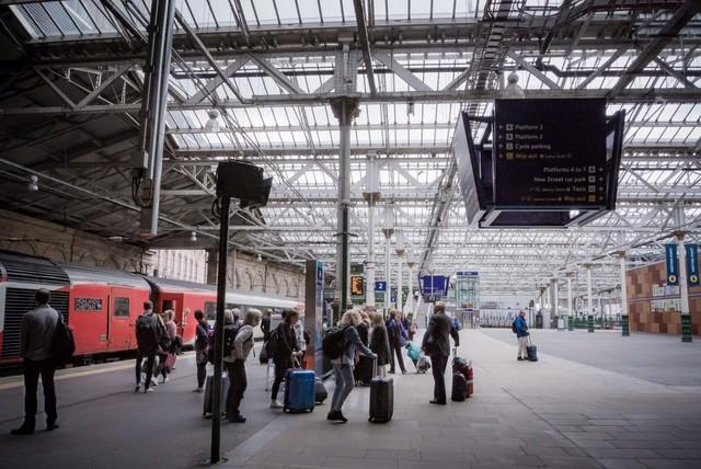 「エディンバラ駅」のフリー写真素材