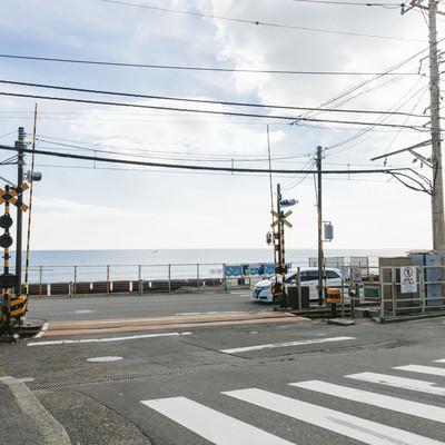 アニメのOPで有名になった鎌倉高校前駅の踏切の写真