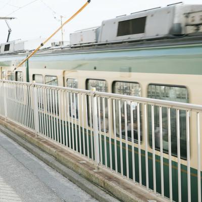 「緑の車両、江ノ電」の写真素材