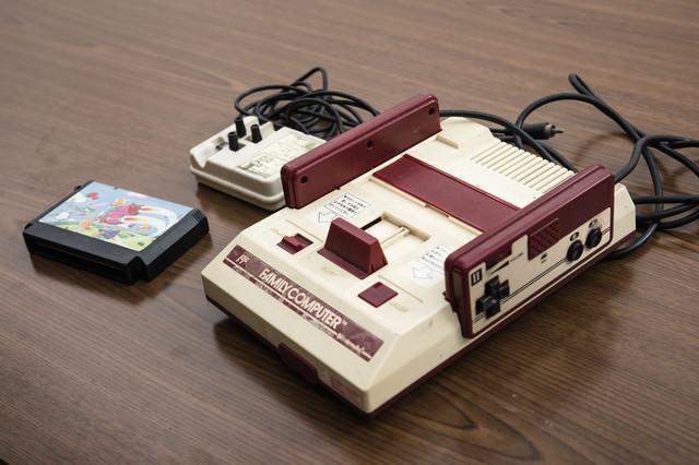 懐かしの家庭用ゲーム機の写真