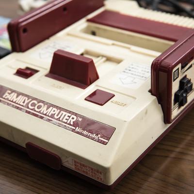 子供の頃に愛用していたゲーム機本体の写真