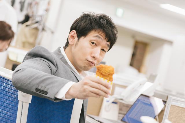 俺のフライドチキンひと口食べる?の写真