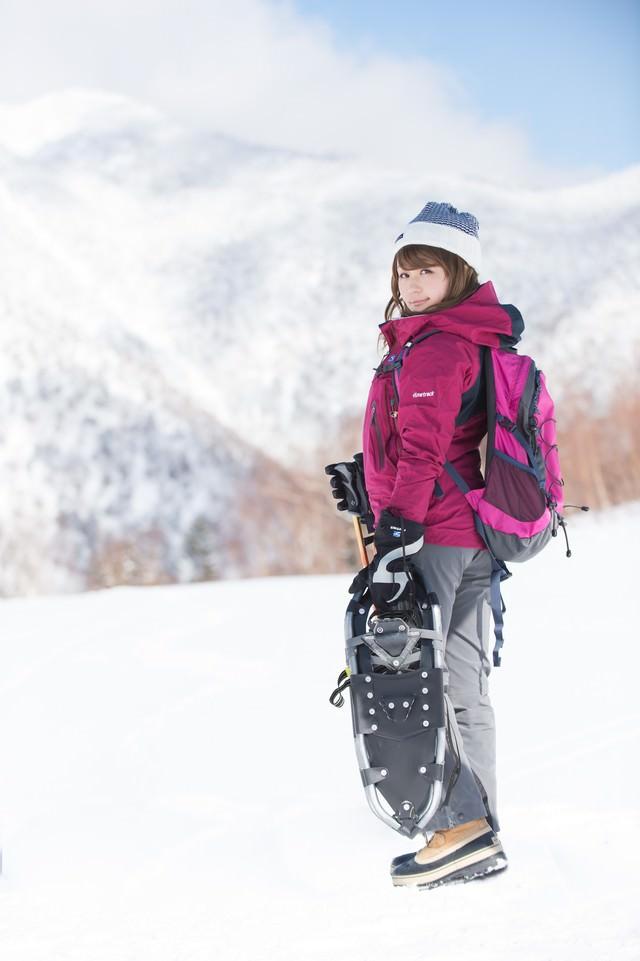 雪景色の美しさに負けない美女の写真