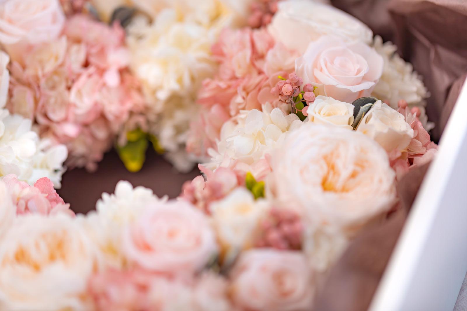 「ピンク色のプリザーブドフラワー」の写真