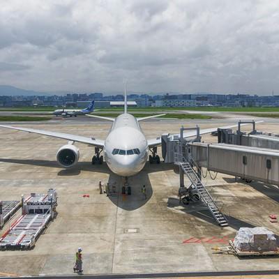 「福岡空港と旅客機」の写真素材