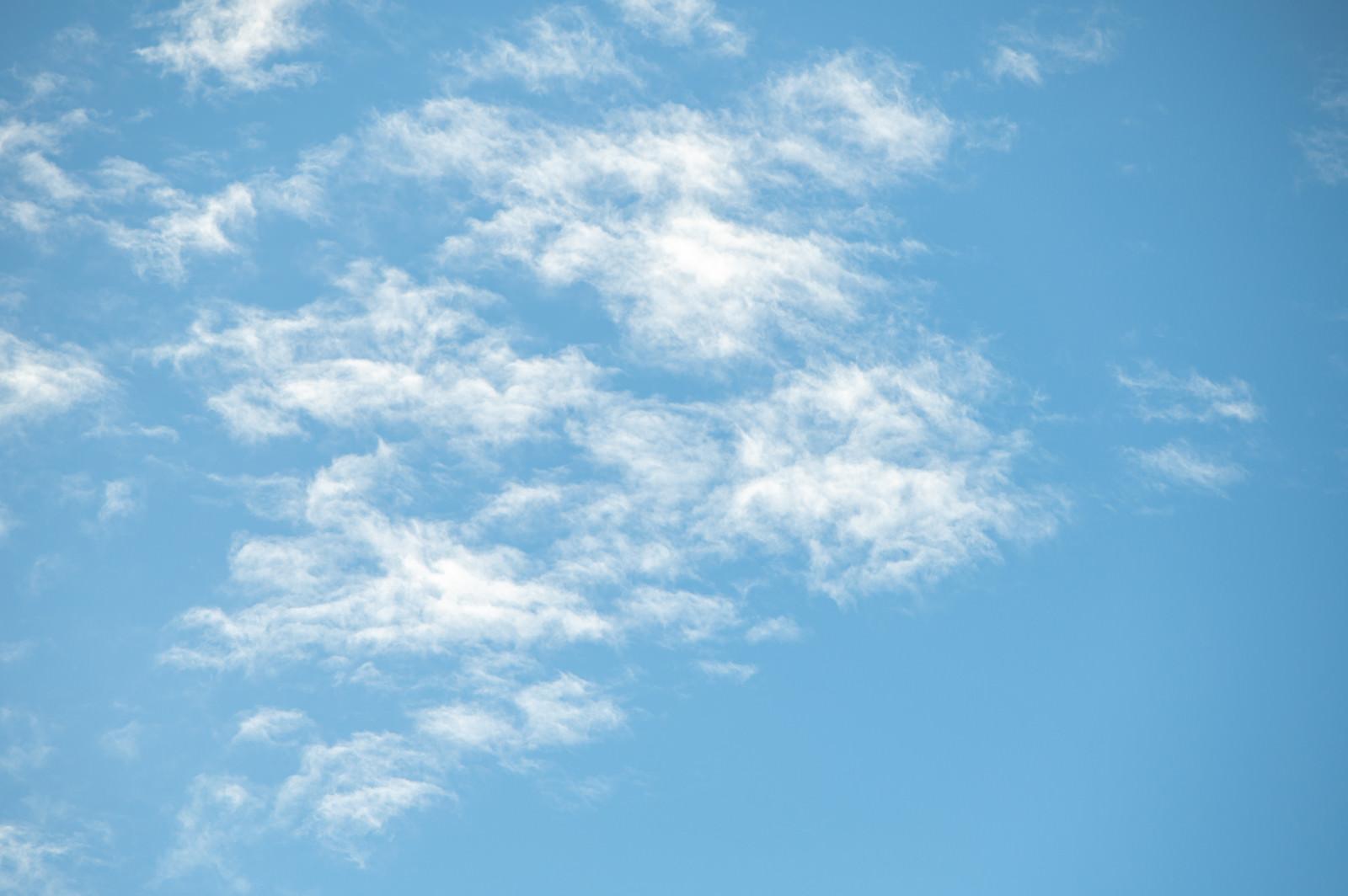 「晴れた空に雲が出てきた」の写真