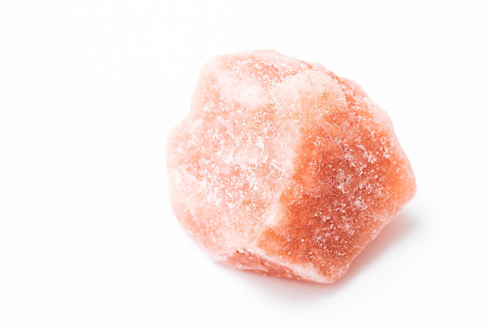 「塩化ナトリウムの鉱物(岩塩)」の写真