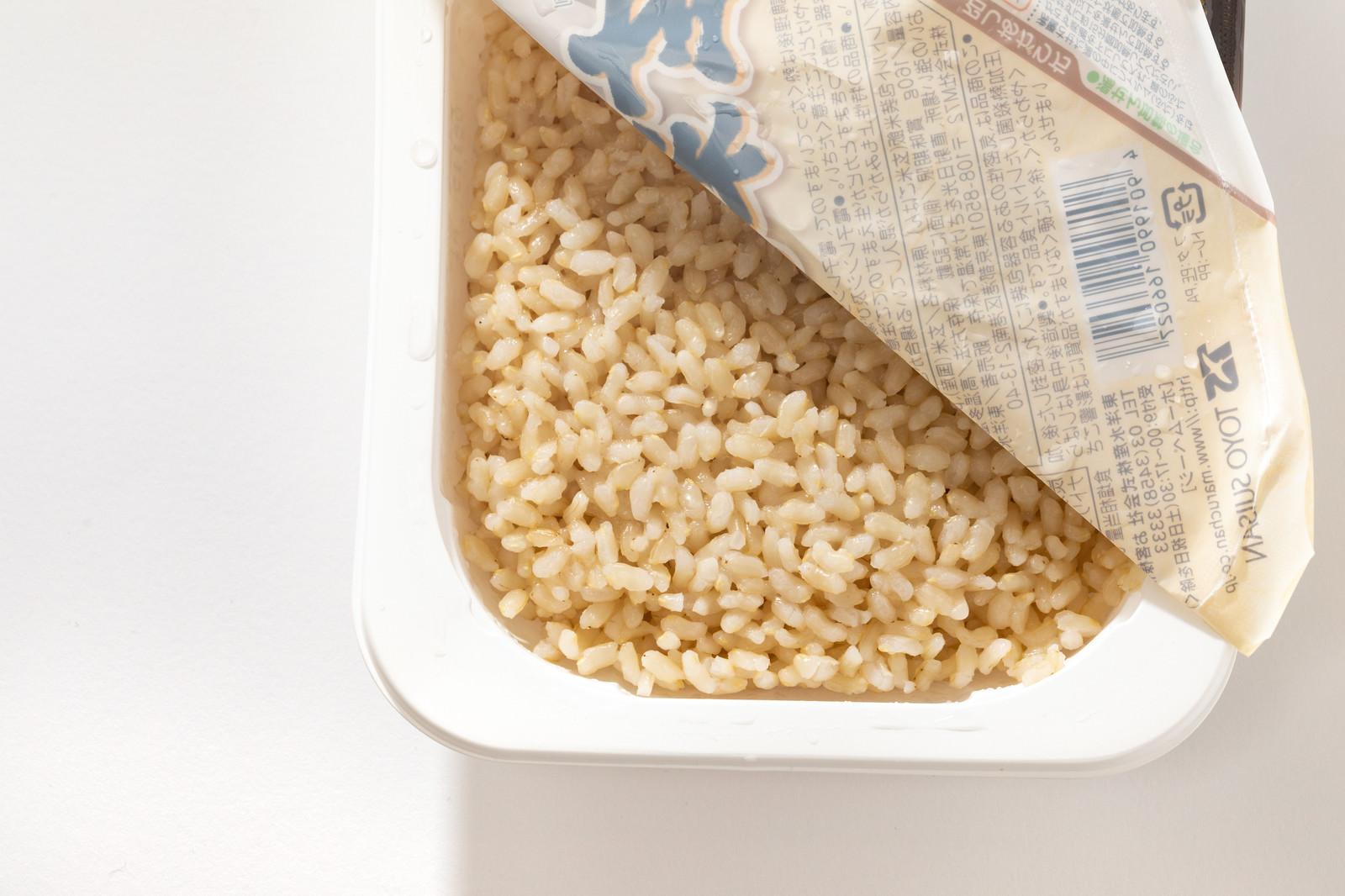 「レンチンした玄米ごはんパック」の写真