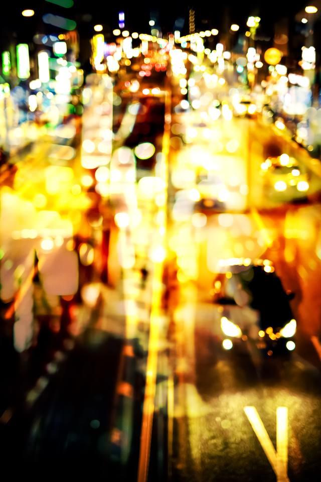 光りの道路(フォトモンタージュ)の写真