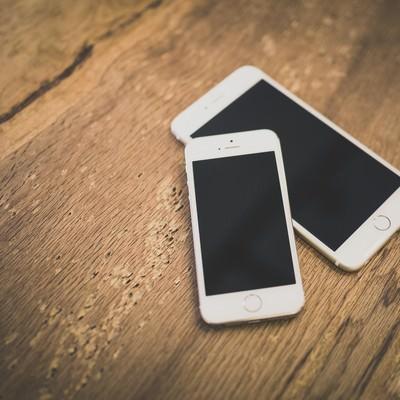 機種違いのスマートフォンの写真