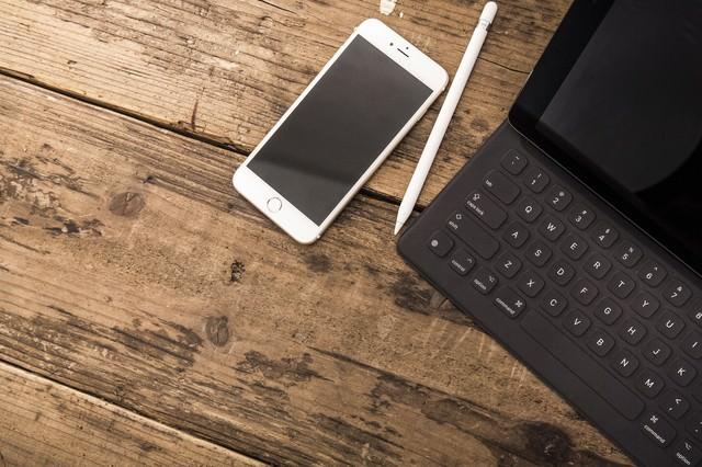 スマートフォンとタブレットのある生活の写真