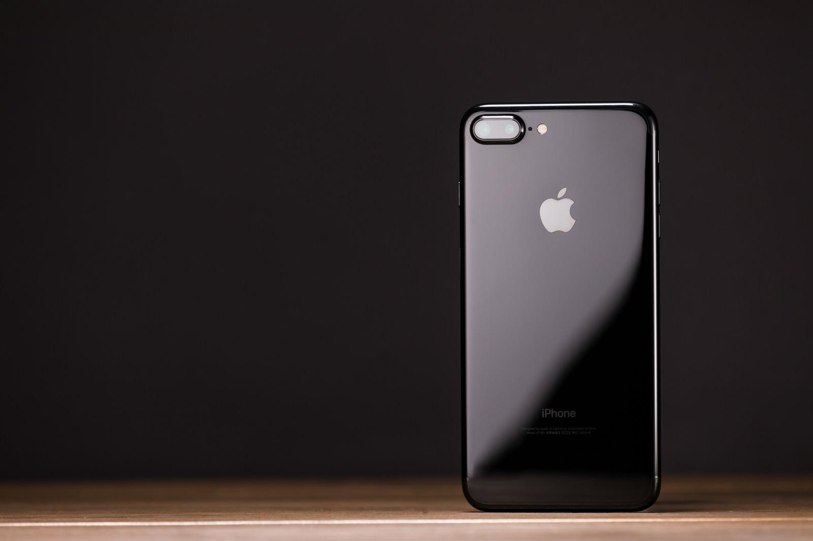 「光沢ツヤ感が美しいスマートフォン」の写真
