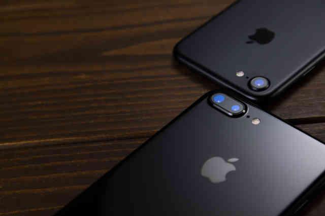 デュアルレンズを搭載したスマートフォン(比較)の写真