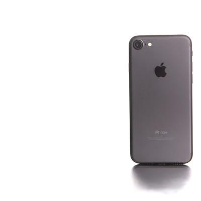 「白い光に包まれたスマートフォン」の写真素材