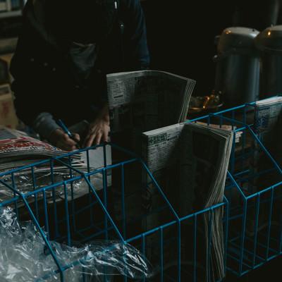 「薄暗い売店」の写真素材
