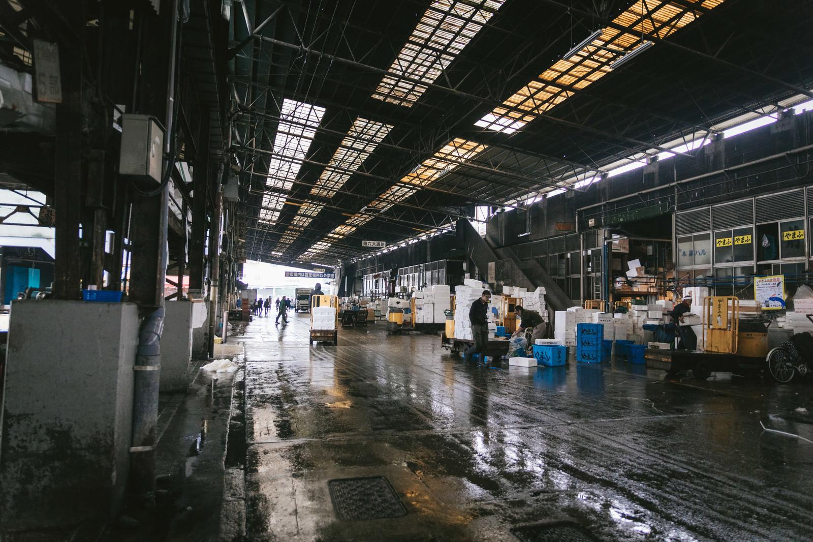 「築地市場内(水産物部仲卸売場前)」の写真