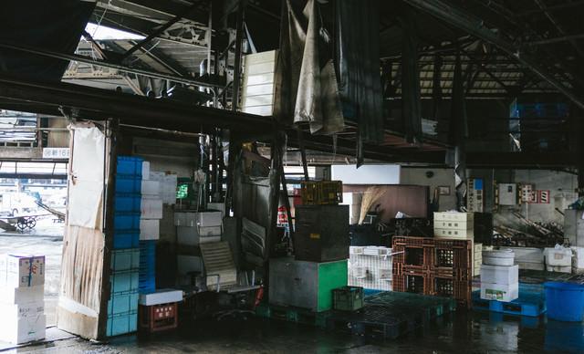 老朽化が心配な東京築地市場内の様子の写真