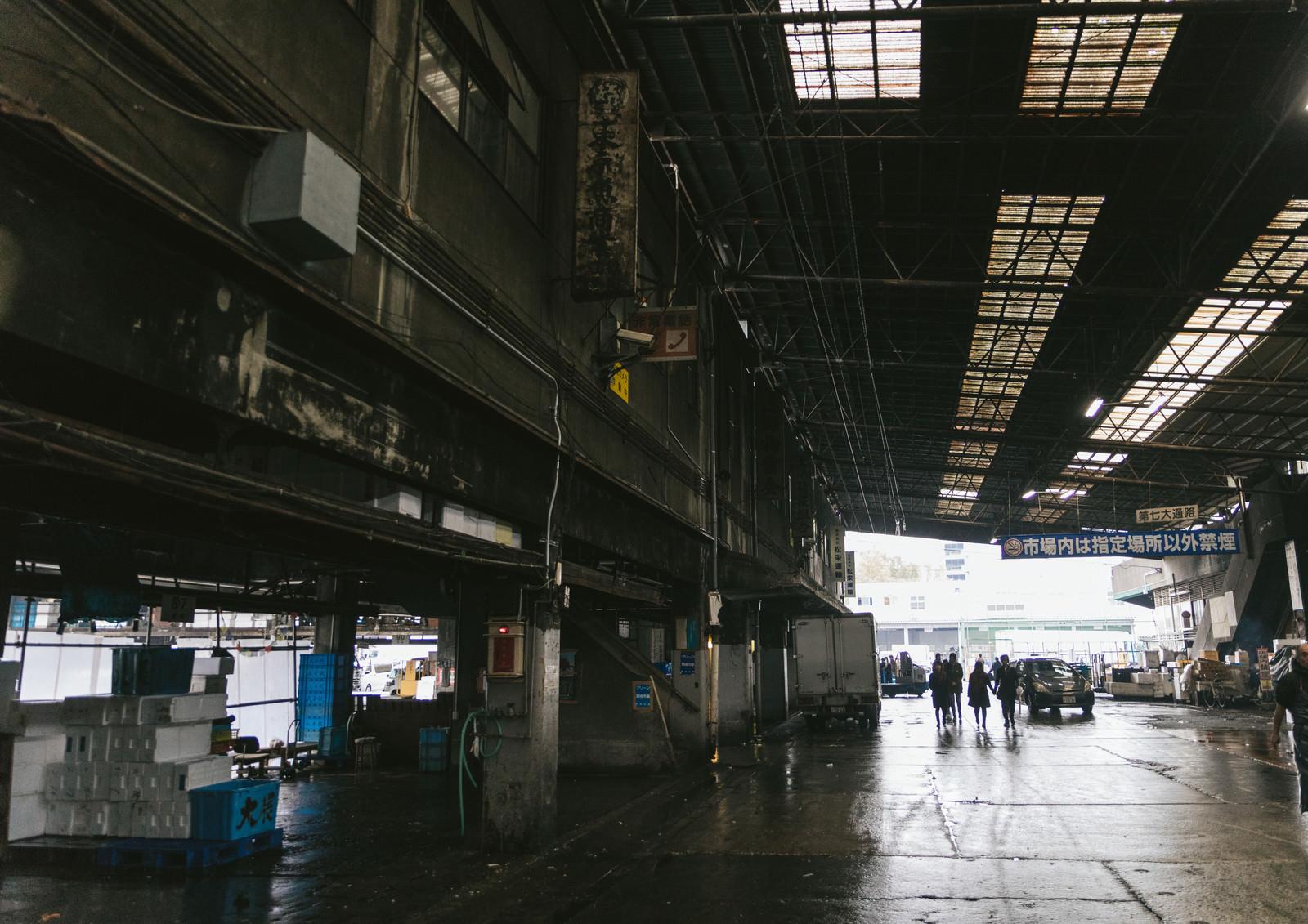 「施設の老朽化が進む築地市場内」の写真
