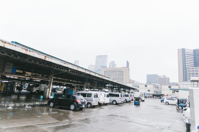築地市場の駐車場の様子の写真