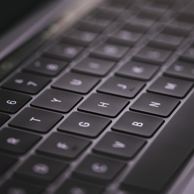 「MacBook Pro 2018 の第3世代バタフライ式キーボード」の写真素材