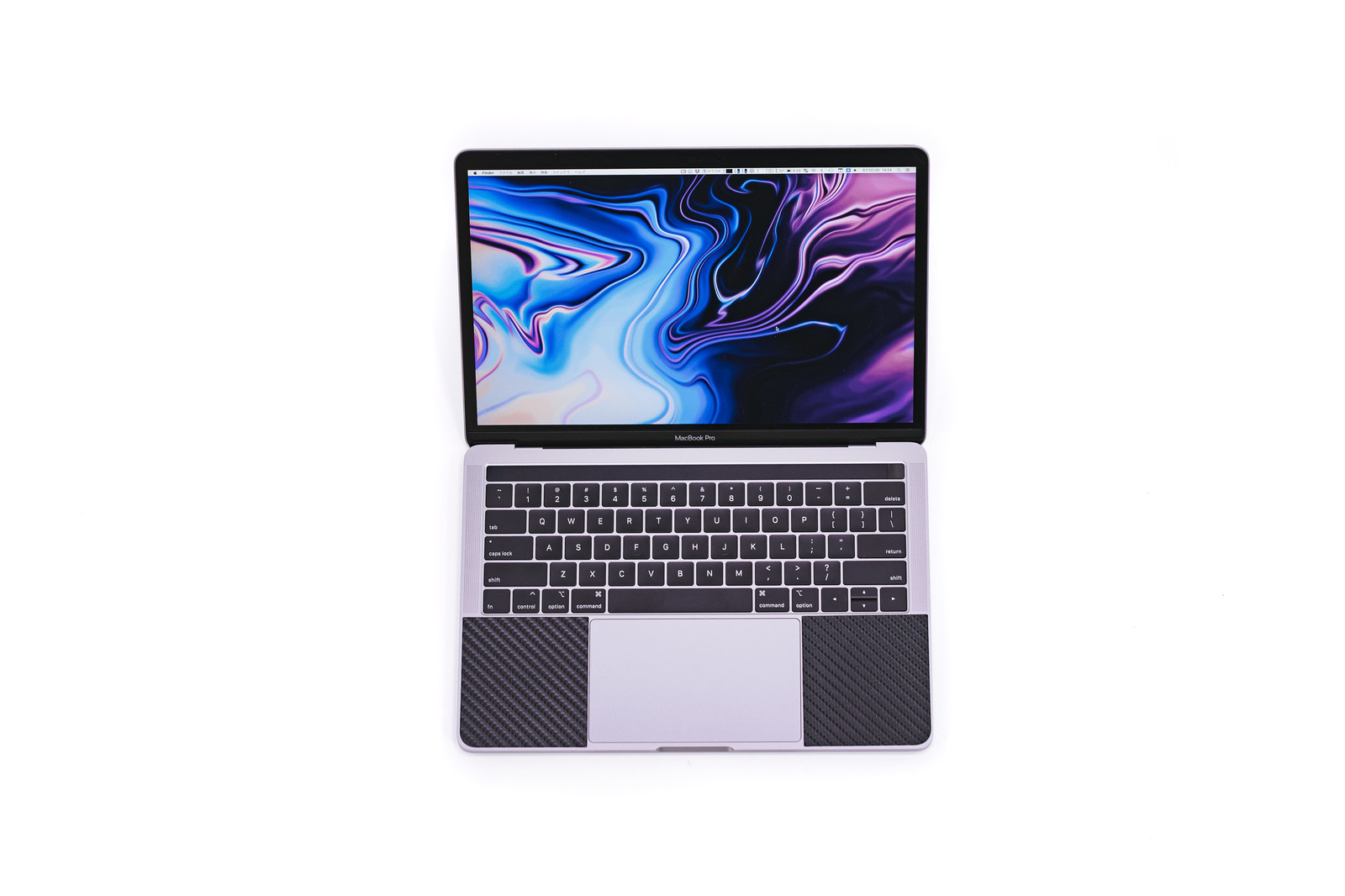 「MacBook Pro 2018 の画面とキーボード」の写真