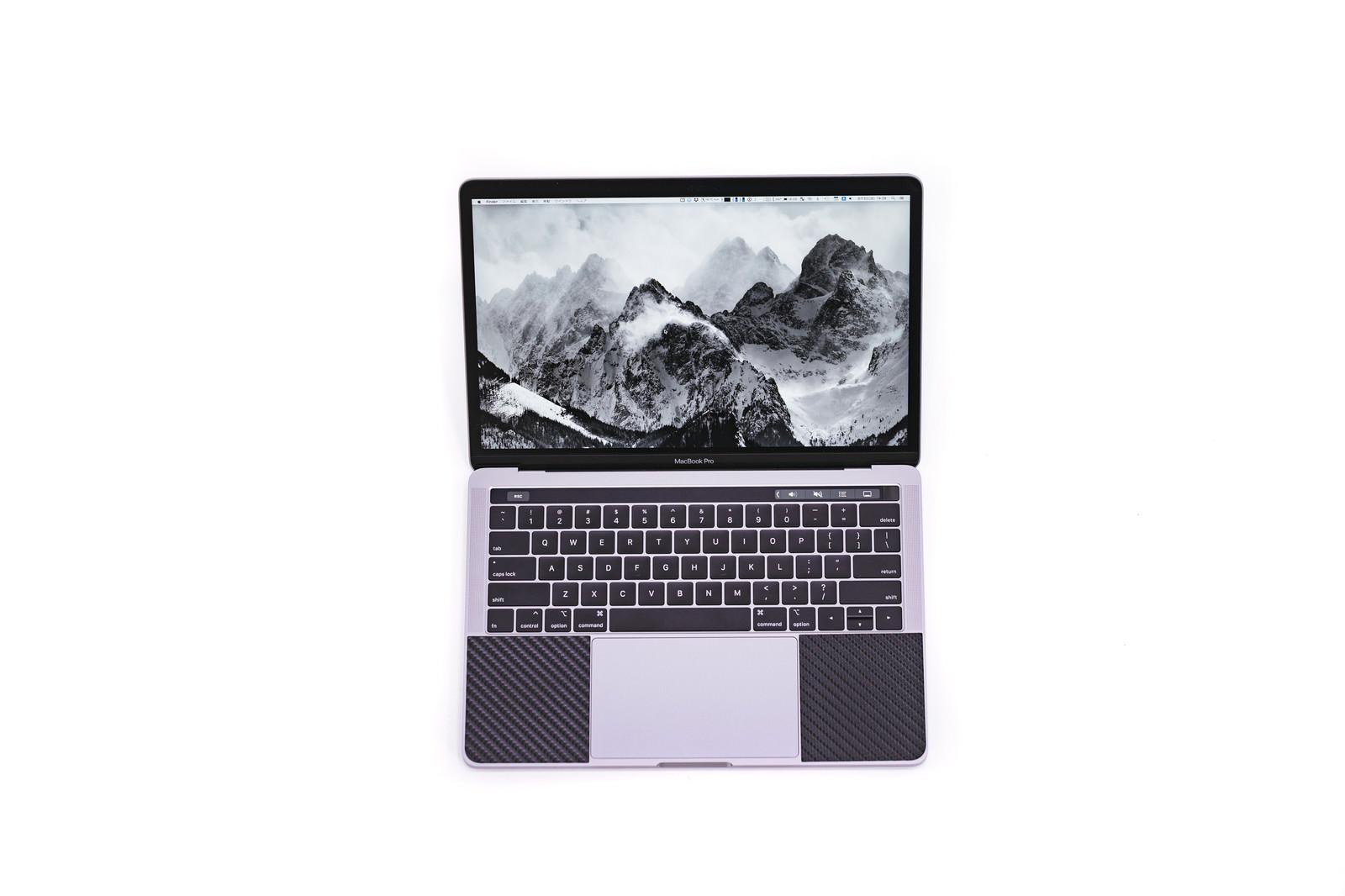 「新しい13インチMacbook Pro 2018新しい13インチMacbook Pro 2018」のフリー写真素材を拡大