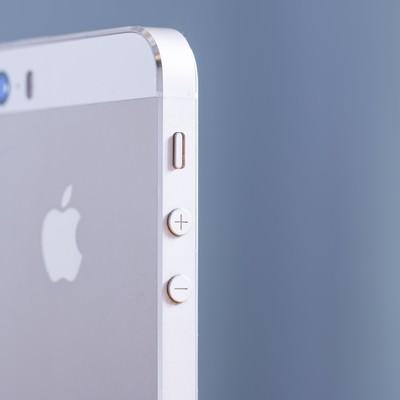 「スマートフォンの側面(音量ボタン)」の写真素材