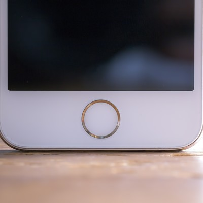 「スマートフォンのホームボタン」の写真素材