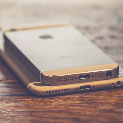 「スマートフォンのドックコネクタ」の写真素材