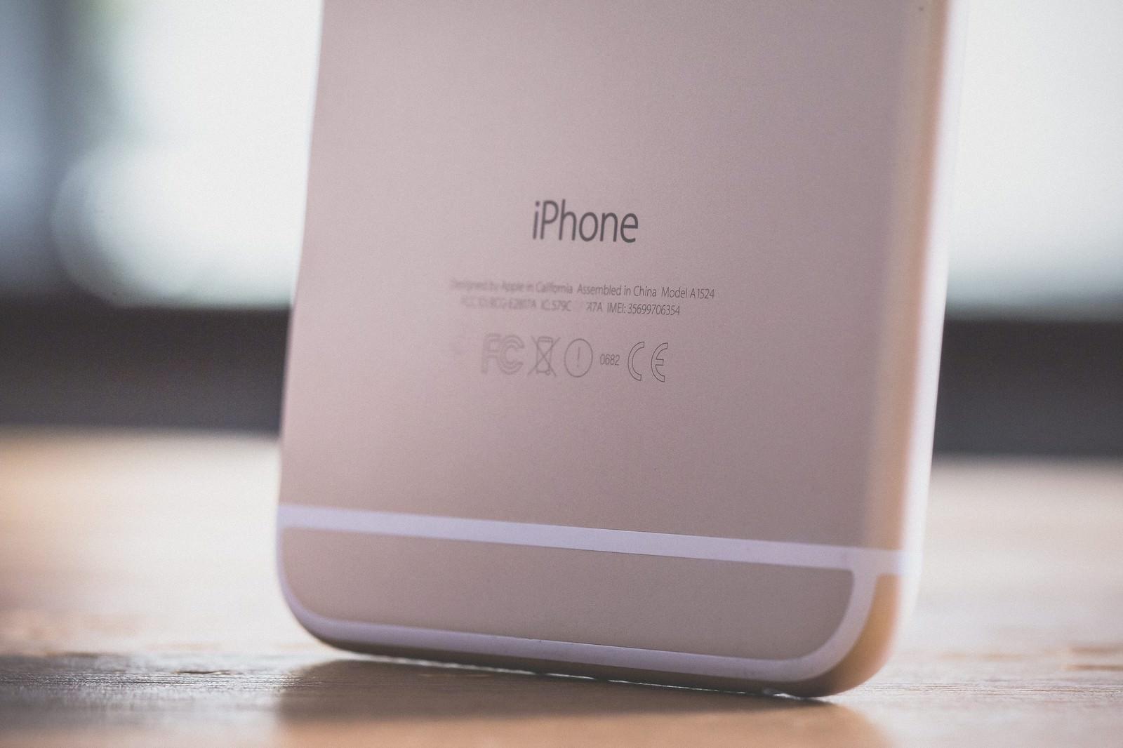 「スマートフォンのIMEI番号を確認スマートフォンのIMEI番号を確認」のフリー写真素材を拡大