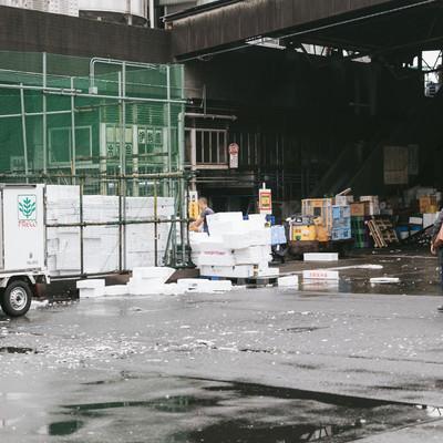 「築地市場入り口(発泡スチロールの山)」の写真素材