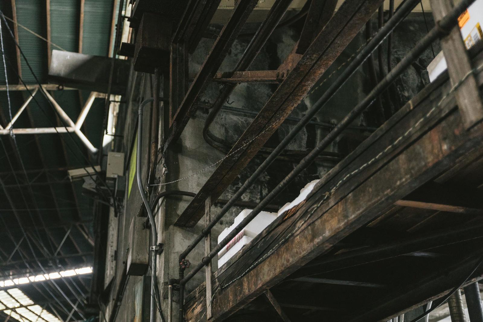 「老朽化に伴い移転予定の築地市場内」の写真