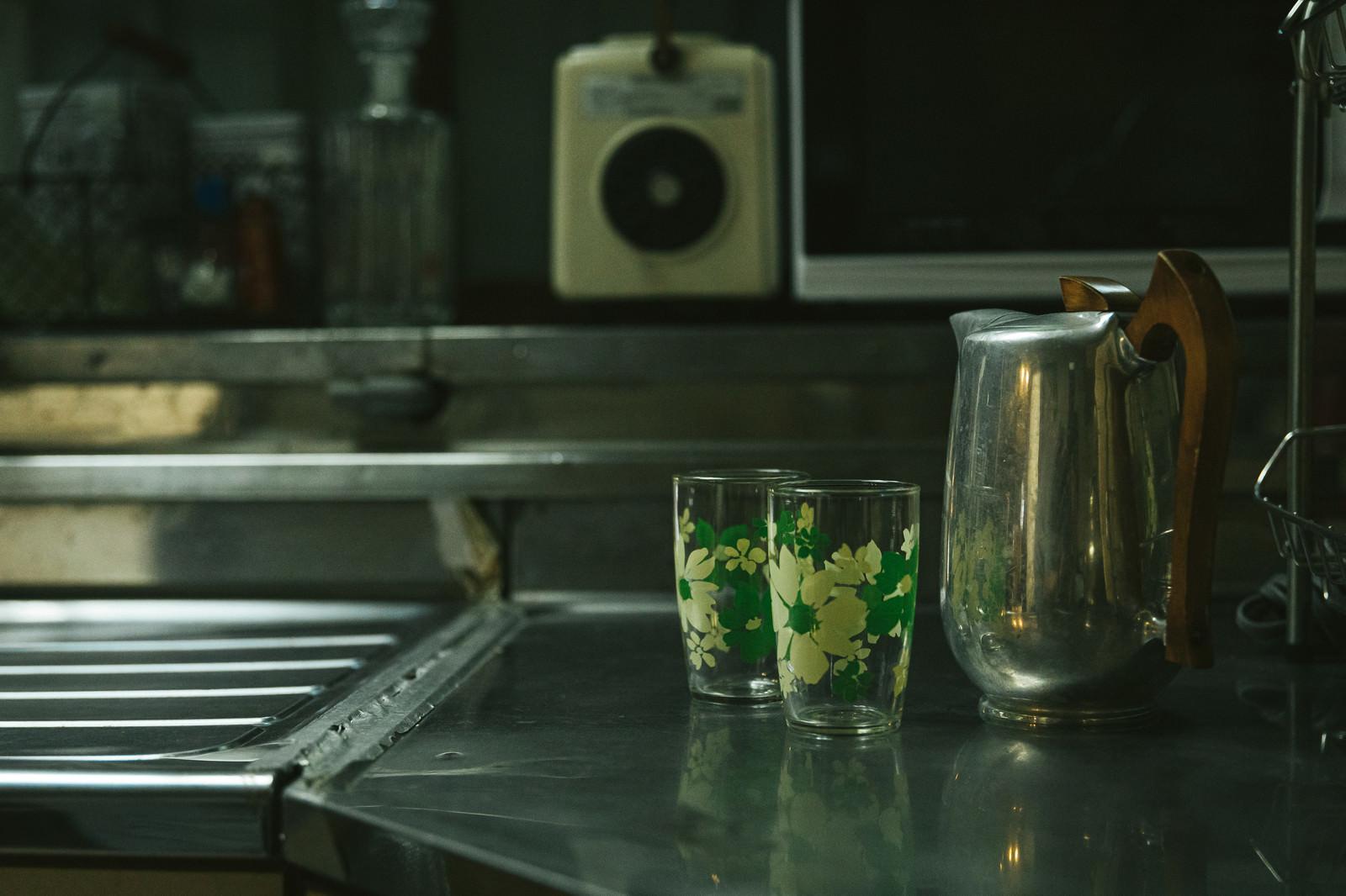 「台所とポットとコップ」の写真