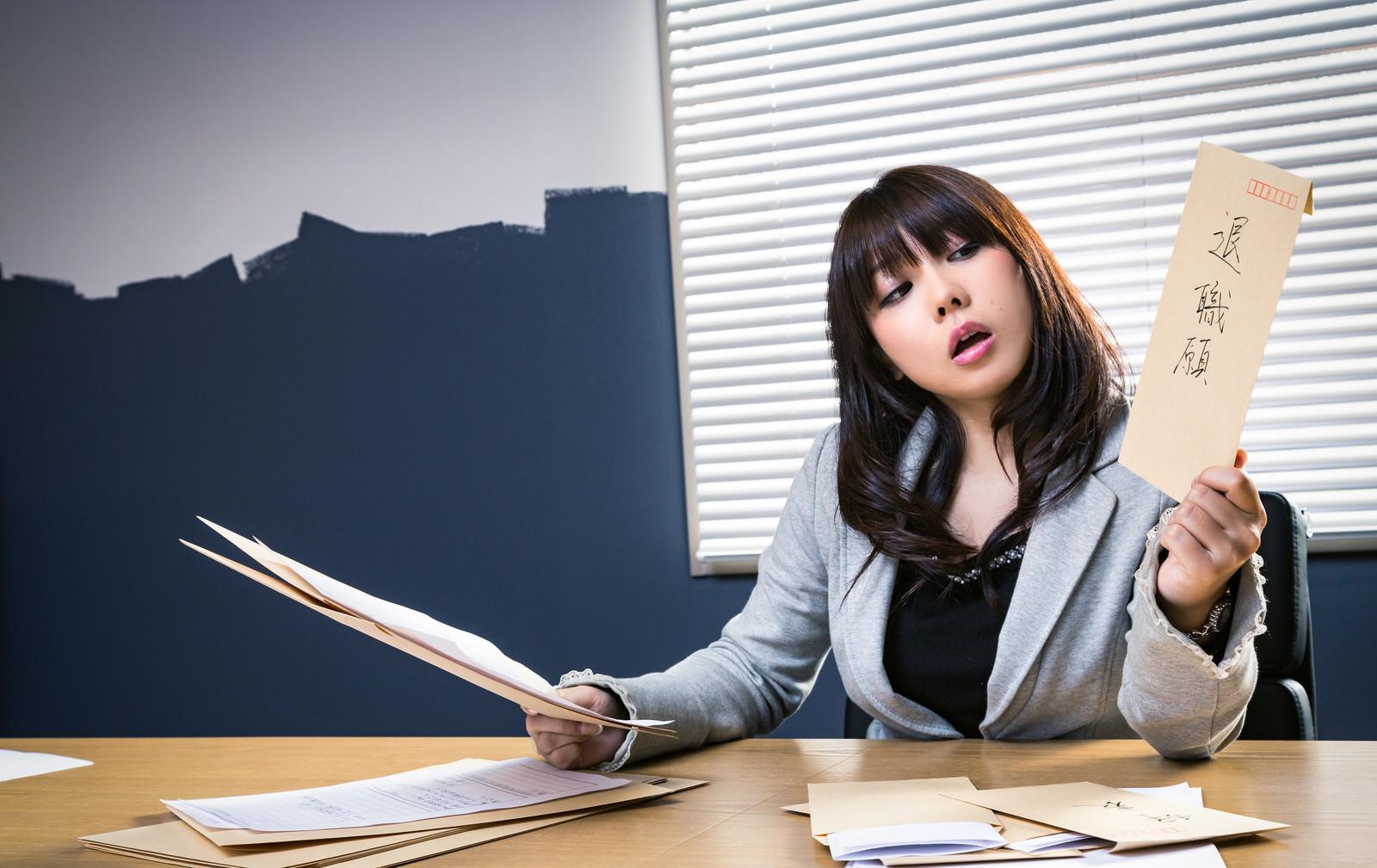 退職時は転職先を伝えるべき?報告方法・転職先未定の伝え方