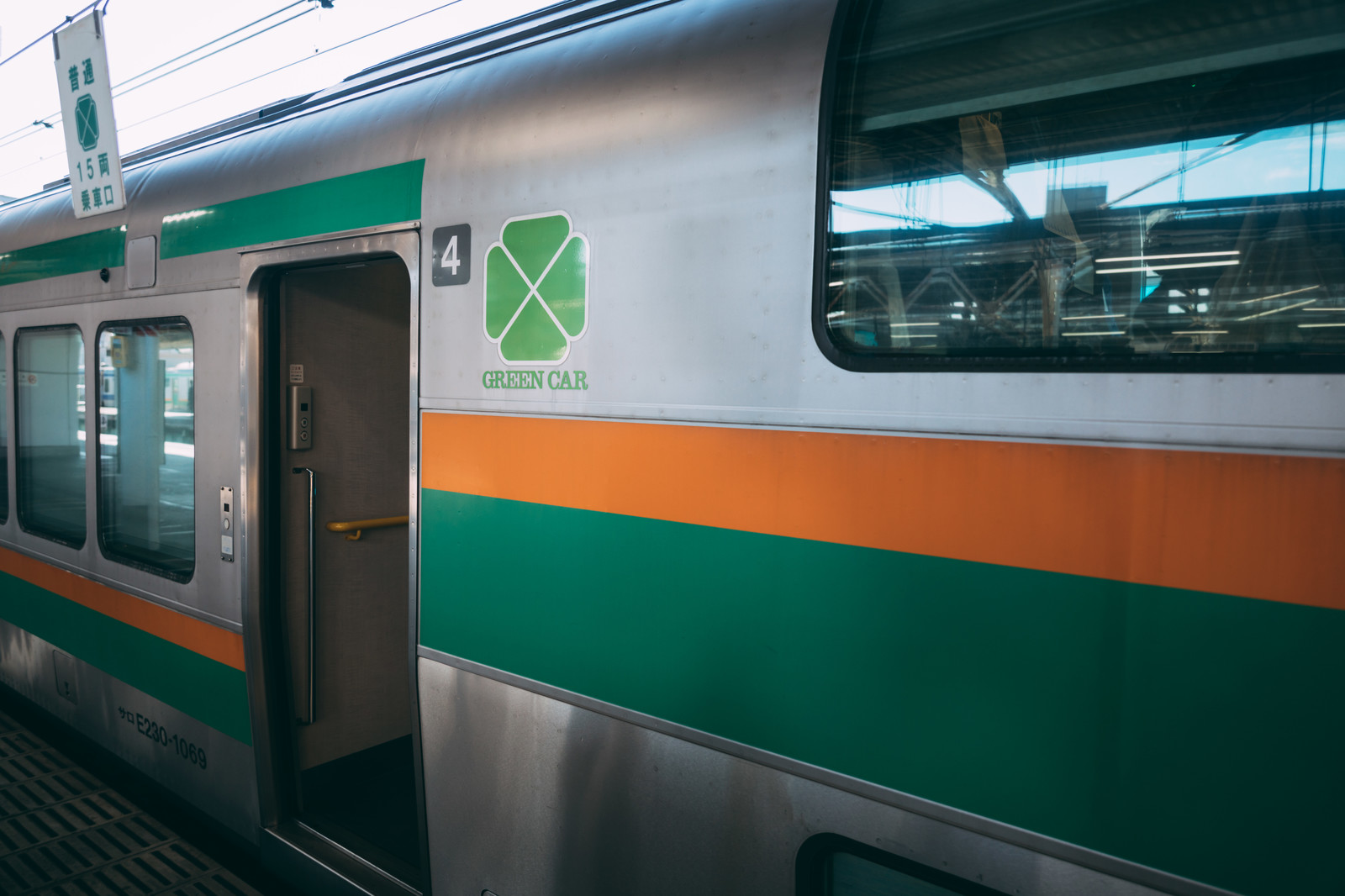 「グリーン車の車両」の写真
