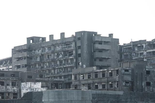 朽ち果てた軍艦島(69号棟端島病院跡・端島保育園跡)の写真