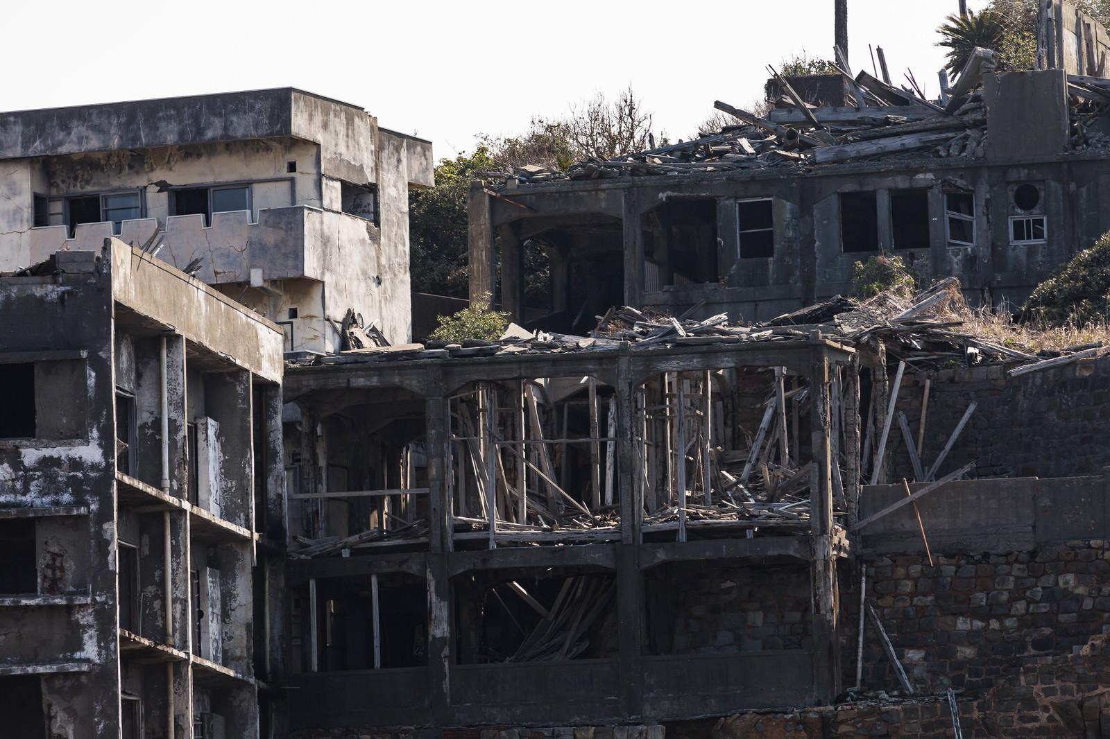 「崩れ落ちた12号棟屋上付近(軍艦島)」の写真