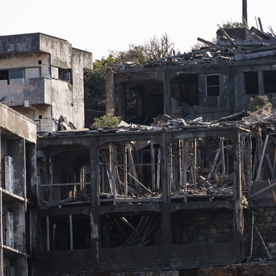 崩れ落ちた12号棟屋上付近(軍艦島)の写真