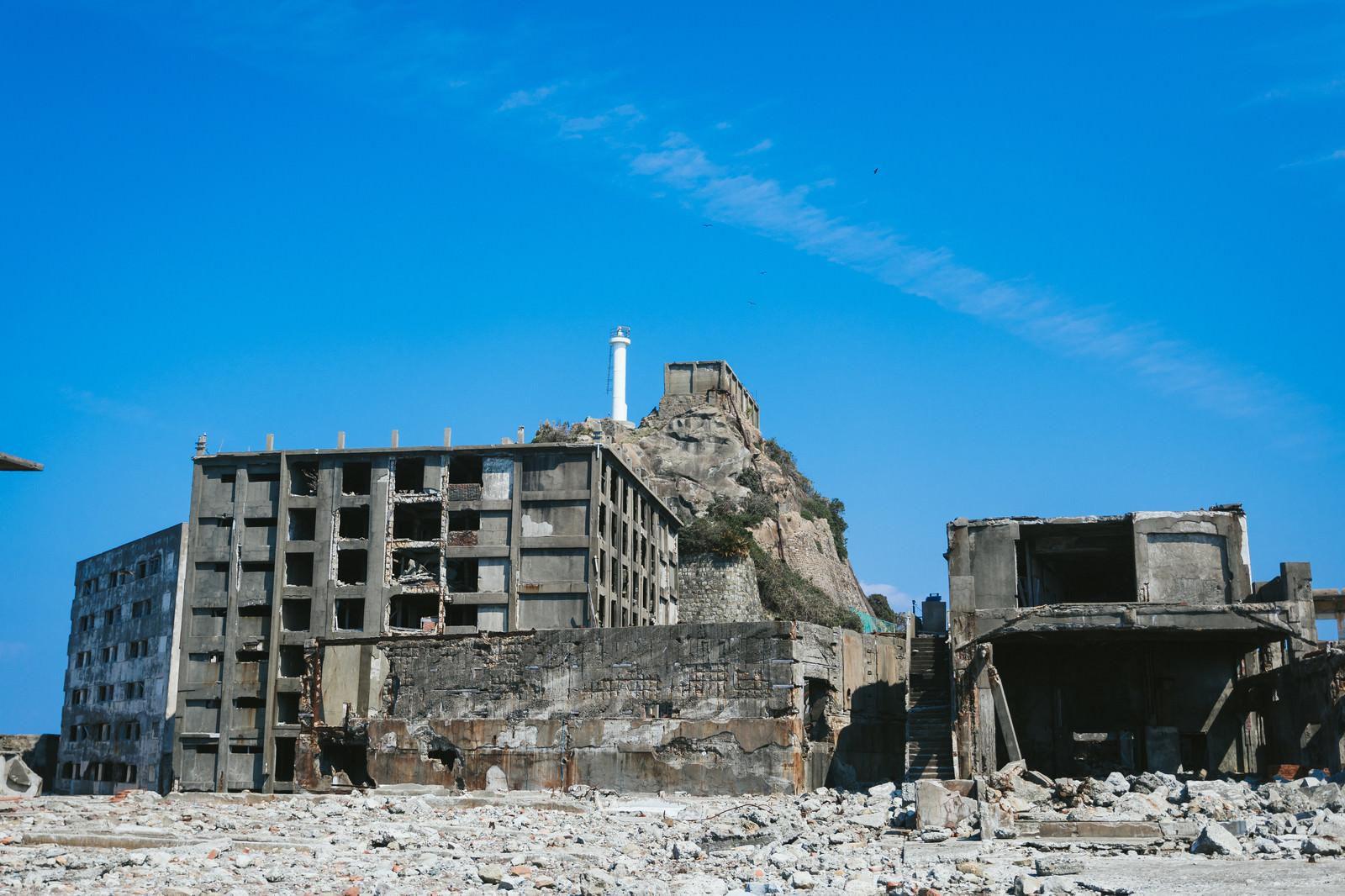 「第三見学広場から見る肥前端島灯台(軍艦島)」の写真