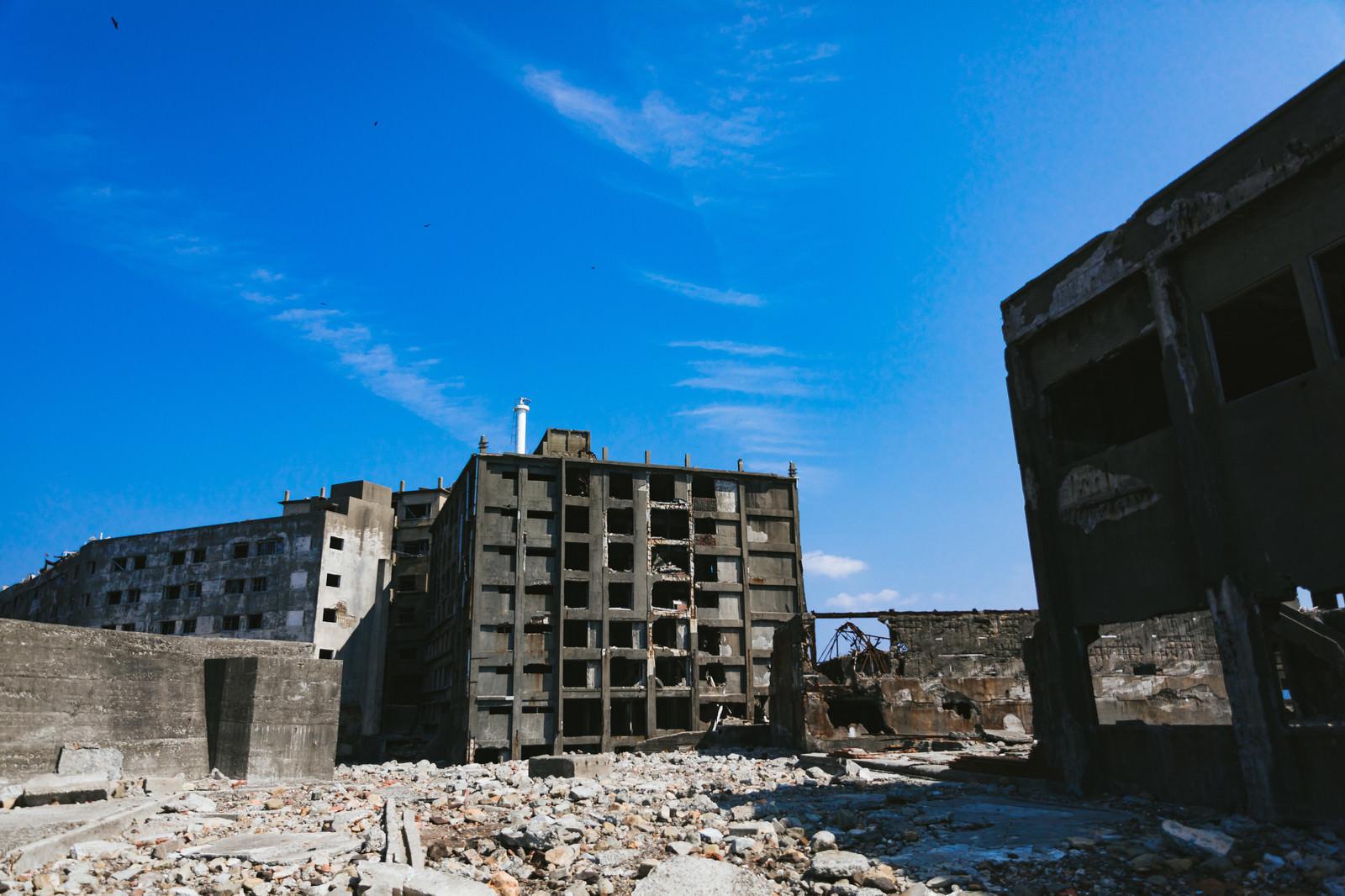 「第三見学広場から見る日給社宅(軍艦島)」の写真