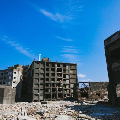 第三見学広場から見る日給社宅(軍艦島)の写真