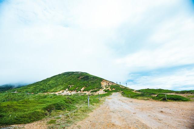 毛無峠頂上から鉄塔方面の写真