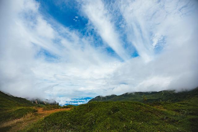雨上がりの毛無峠からの青空の写真