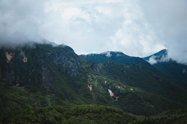 破風岳に連なる山(毛無峠から撮影)の写真