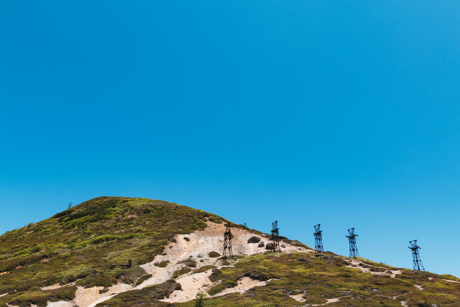 「毛無峠に立ち並ぶ古い鉄塔」の写真